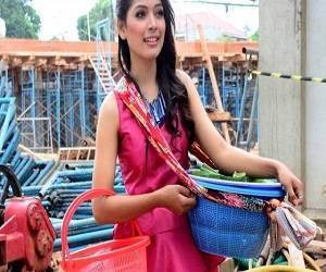 Ninih Wanita Cantik Penjual Getuk Yang Menghebohkan Asal Indramayu