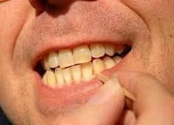 Saat Seseorang Mengalami Kebiasaan Dengan Tusuk Gigi Setelah Habis Makan