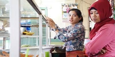 Wanita Cantik Penjaga Warteg Imut Anggun