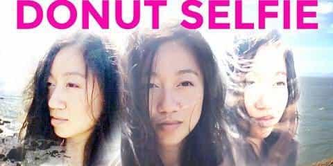 Gaya Pose Selfie Paling Keren Dengan Donut Selfie