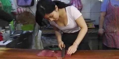 Tukang Daging Cantik dari Taipei Bikin Netizen Dunia Maya Heboh